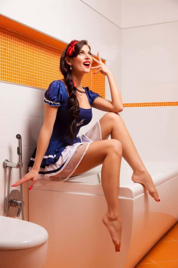 How to make your bathtub gleam like new again
