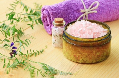 Does a bath help cramps? Try epsom salts in your tub