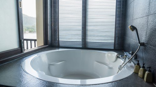 round fiberglass bathtub