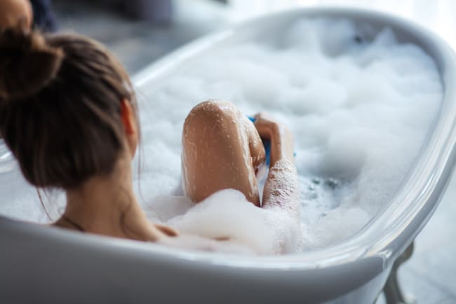 How to hydrate your skin in the tub