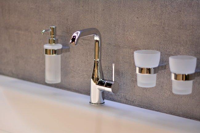 bathtub faucet types: 1-hole-faucet