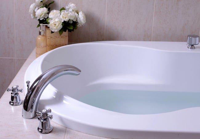 bathtub faucet types: 3-hole faucet