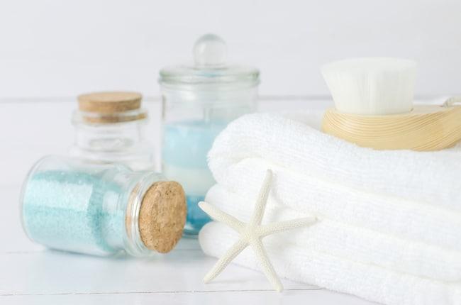 Vicks bath salts in jar with towel