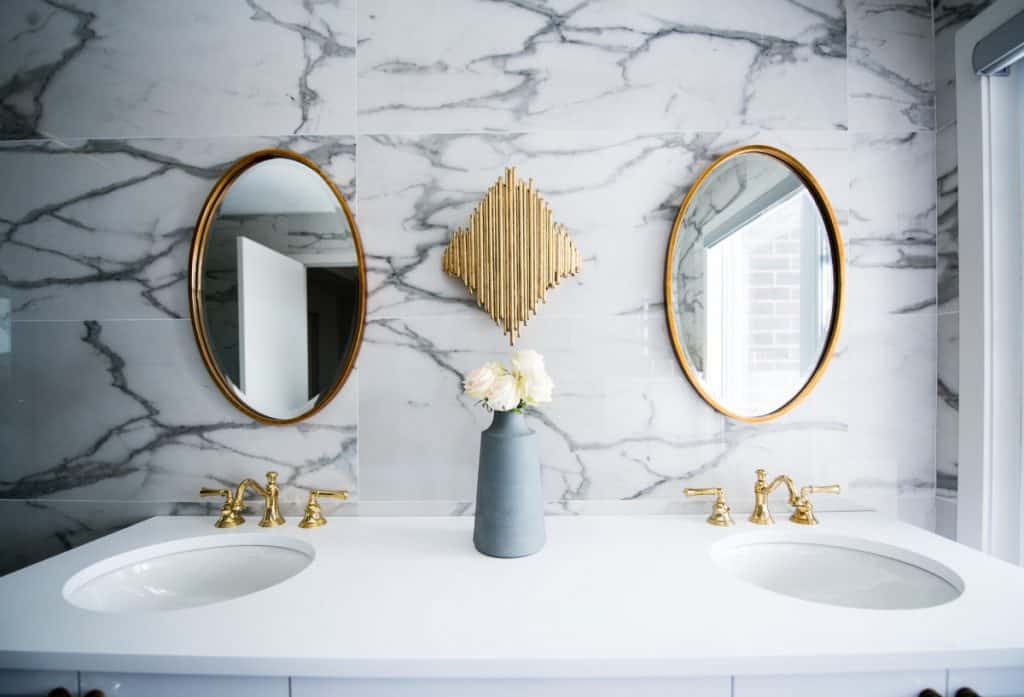 Size Bathroom Mirror For Your Vanity, What Size Round Mirror For A 48 Vanity
